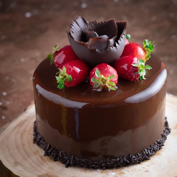 Çilekli Çikolatalı Pasta